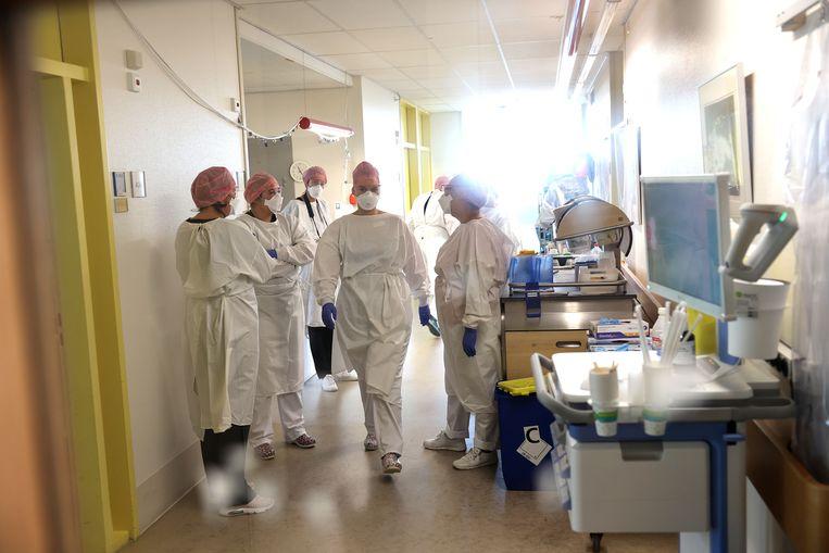 Minister voor Medische Zorg en Sport Tamara van Ark op werkbezoek bij het IJsselland Ziekenhuis. Beeld Arie Kievit
