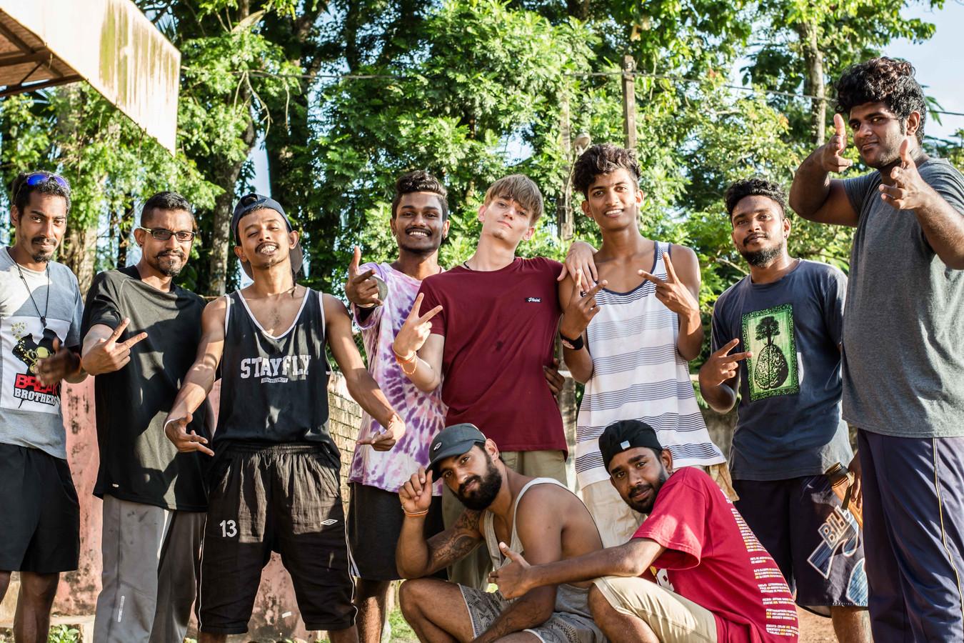 Bboys uit Nederland en Sri Lanka bij elkaar in Colombo. 'Breakdance verbroedert'.