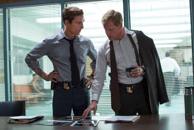 Matthew McConaughey en Woody Harrelson in het eerste seizoen van 'True Detective'. Beeld ap