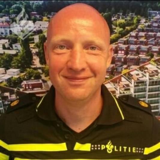 Wijkagent van Den Bosch Marc de Wit die probeert slachtoffers van malafide slotenmakers te helpen.
