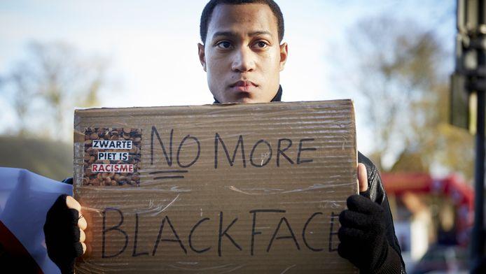 Een actievoerder tegen Zwarte Piet