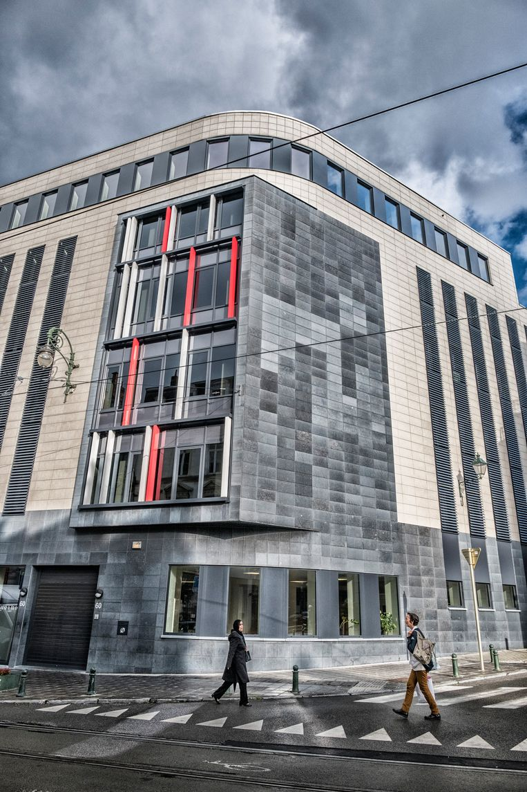 Het RVA-kantoor langs de Steenweg op Charleroi in Brussel.  Beeld Tim Dirven