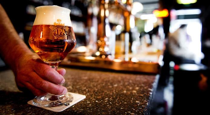 Een biertje en muziek in PoGo Gorinchem voor de benefiet van Feestpaleis De Drie Vuisten (foto ter illustratie).