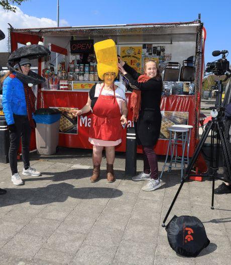 Mossels en frieten wandelen door Graauw, voor de afstudeerfilm van Jennah