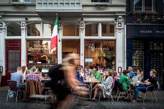 Restaurant Merano aan de Lange Hezelstraat in het centrum van Nijmegen. De eigenaren hebben nu ook het pand ernaast gekocht (archieffoto).