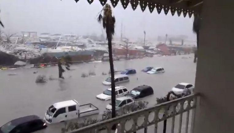 De ravage is groot op Sint Maarten. Dit zijn de eerste beelden van vanmorgen Beeld Twitter