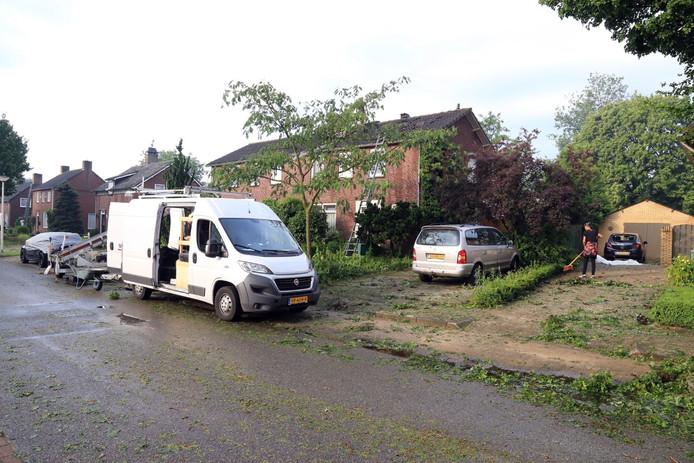 Een dag later is de omvang van de schade na het noodweer pas goed zichtbaar.