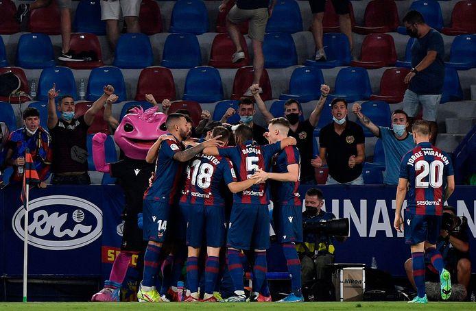 Levante-spelers vieren de gelijkmaker.