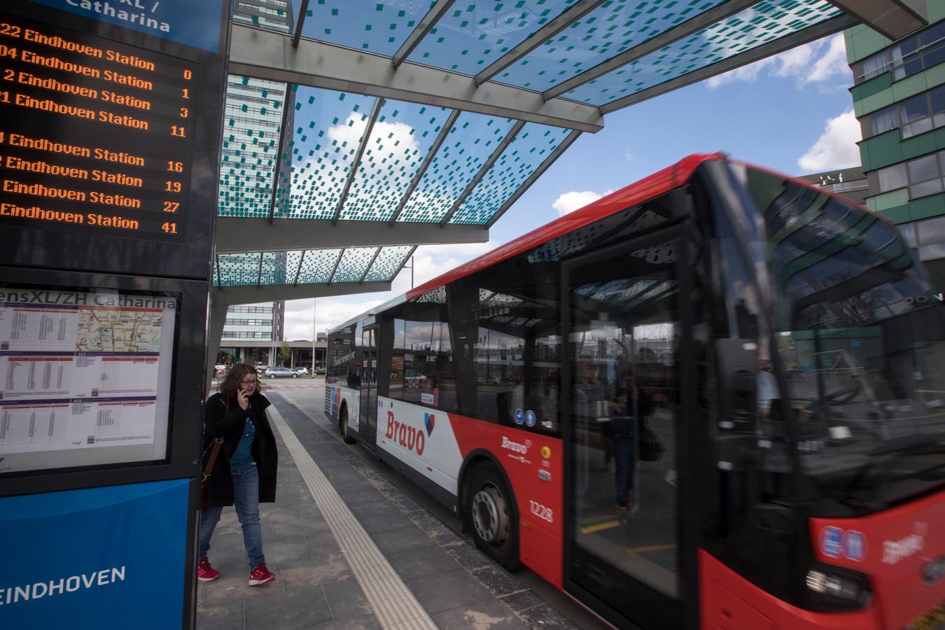 Een bus op het zojuist geopende busstation WoensXL (archieffoto).