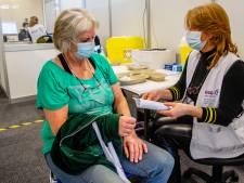 In Dalfsen en Zwolle hoef je voor coronavaccin van Janssen geen datum meer te prikken: 'Eerste mensen om 08.30 uur voor de deur'
