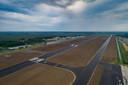 De verlengde start- en landingsbaan van Lelystad Airport.