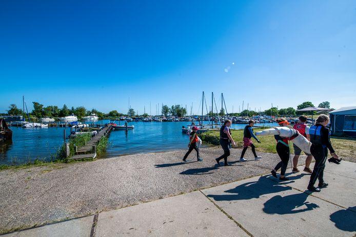 De jachthaven in Zeewolde ligt er een dag later bij alsof er niets gebeurd is. Niks is minder waar.