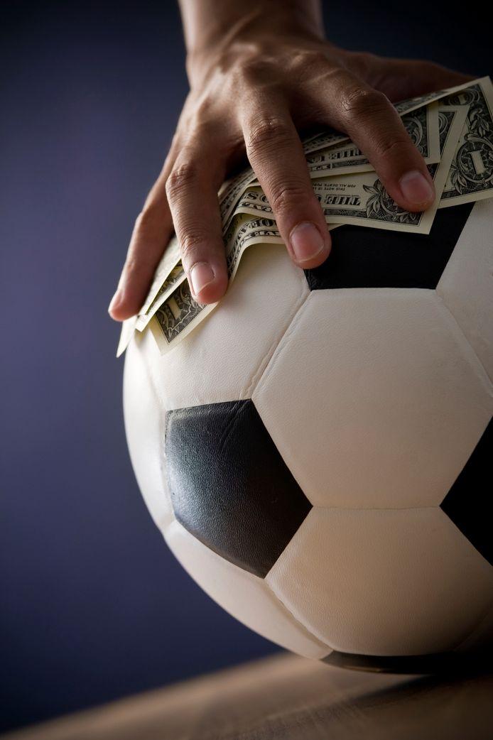 Gokken op voetbal ligt bijna stil door het coronavirus, een forse strop voor de Toto.