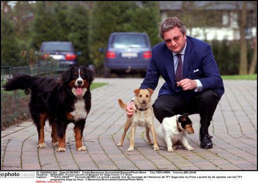 Le prince Laurent et ses chiens, dont son bouvier bernois (à gauche) décédé il y a peu.