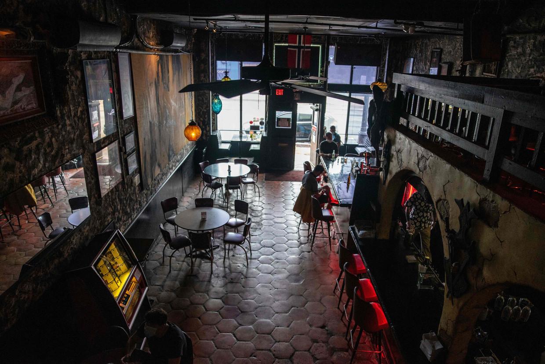 Deze bar in de Texaanse stad Austin is dit weekend weer gesloten. Alle horeca in de staat moest weer op slot, vanwege een toenemend aantal corona-besmettingen.  Beeld AFP