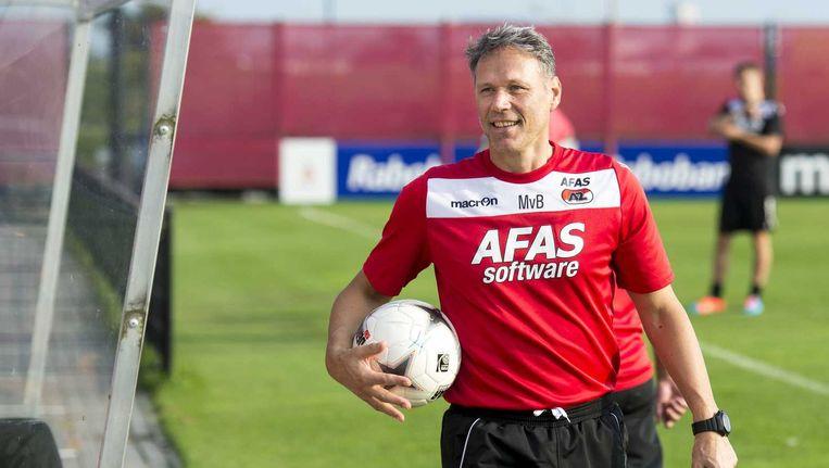 Marco van Basten na afloop van de AZ-training. Hij laat weten dat hij zijn functie als hoofdtrainer opgeeft. Beeld anp