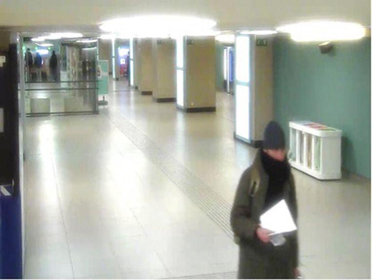 Terrorist Anis Amri op de bewakingscamera in Brussel-Noord. Beeld ap