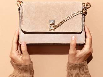 Vlekken op je velours handtas? Zo pak je het aan.