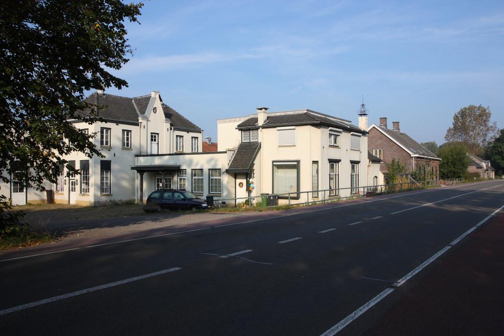 Eindhovenseweg 12 voor de brand van afgelopen maandag.