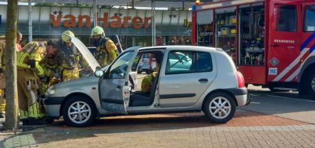 Autobrand op parkeerplaats bij Miro Center Enschede