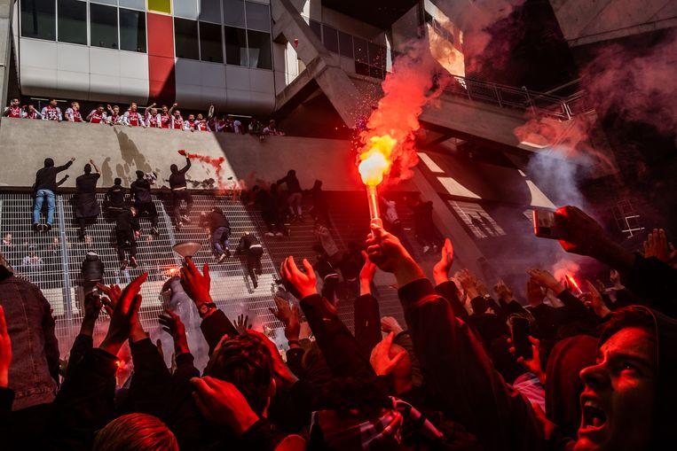 Duizenden Ajax-fans vierden de 35e landstitel van hun team bij de Johan Cruijff Arena.  Beeld Joris van Gennip
