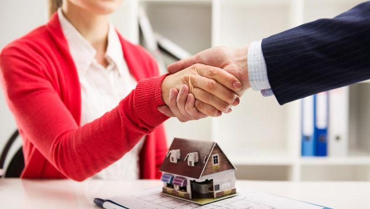 Het afsluiten van een lening vraagt een blijvende aandacht, die verder gaat dan alleen een tarief te onderhandelen. Beeld Shutterstock
