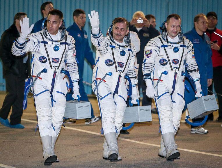 V.l.n.r.: Chris Cassidy, Pavel Vinogradov en Alexander Misurkin op de dag van de lancering. Beeld epa