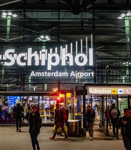 Twitteraars zaaien massaal onrust met nepnieuws Schiphol: 'Ik zit in vliegtuig en ze hebben messen'
