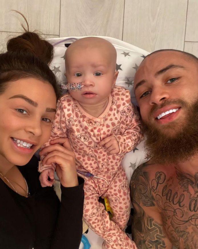 Ashley Cain et sa petite amie Safiyya Vorajee ont annoncé le décès de leur petite fille à l'âge de huit mois.