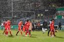 De spelers van Bayern Munchen druipen af in de sneeuw in Kiel.