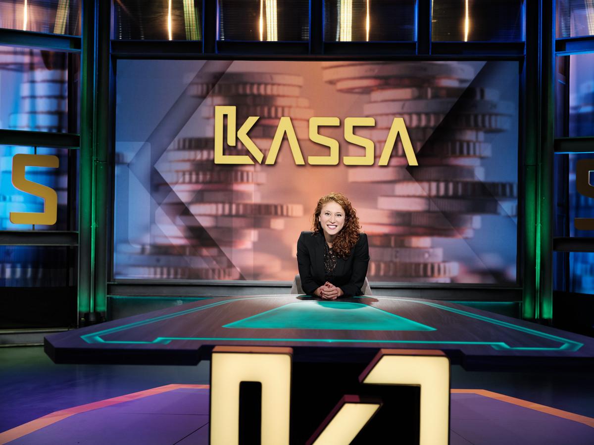Consumentenprogramma Kassa met presentator Amber Kortzorg.