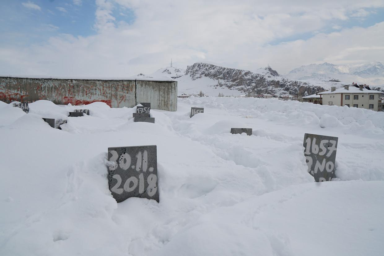 Vluchtelingen de tocht niet hebben overleefd, krijgen een genummerd graf.