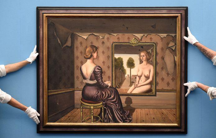 'Le Miroir', een voorbeeld van het werk van de Belgische kunstenaar Paul Delvaux.