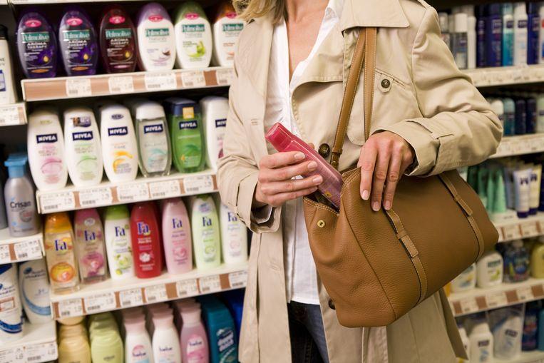 Cosmetica staat op plaats drie van gestolen goederen. Beeld belga
