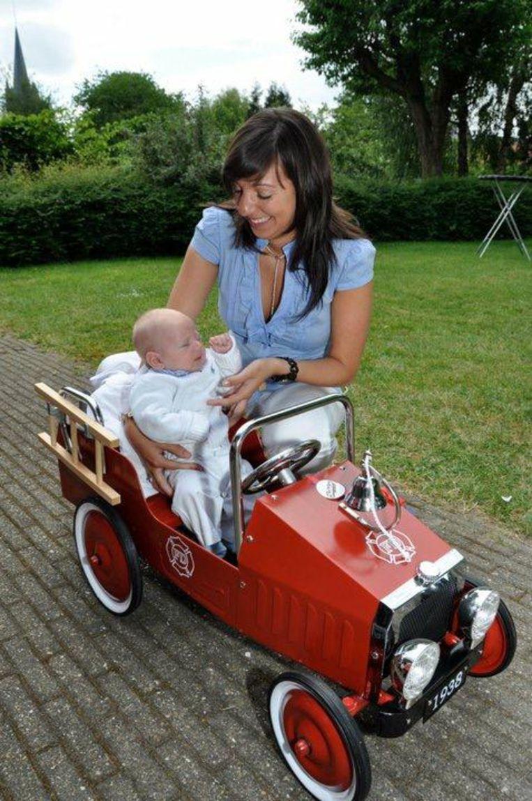 Louis (nu zes) kreeg bij z'n geboorte al een brandweerauto cadeau van nonkel Miguel, die ook brandweerman is.