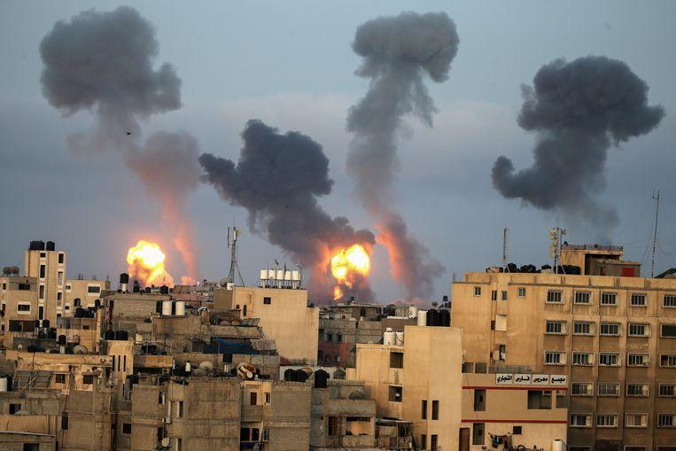 Israël beantwoordde de raketten van Hamas met een luchtaanval op de Gazastrook. Beeld REUTERS