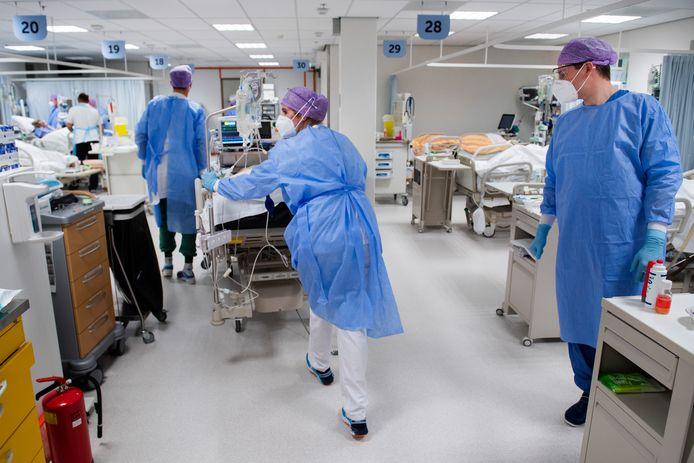 De uitslaapkamer (recovery-afdeling) van het Amphia Ziekenhuis in Breda is omgebouwd tot nood-ic.