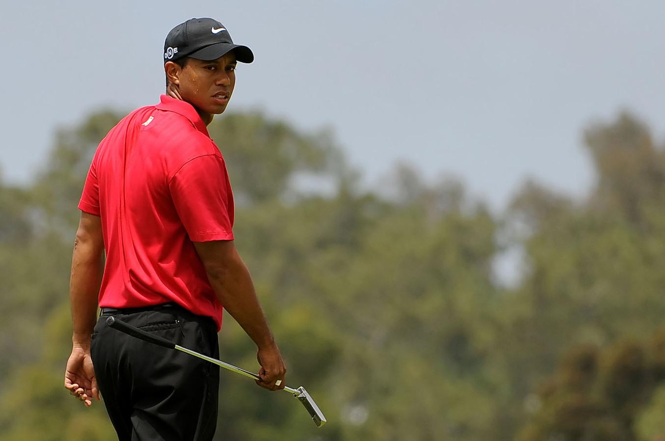 """Tiger Woods, victime d'un grave accident de voiture, a eu beaucoup de chance de s'en sortir vivant, selon le policier qui a découvert le champion blessé et prisonnier de sa voiture sérieusement endommagée. Mais le """"Tigre"""" pourra-t-il remonter sur les greens?"""
