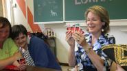 VIDEO. Verven, UNO spelen en bellenblazen: koningin Mathilde bezoekt met veel enthousiasme speelplein Ruimte in Zoutleeuw