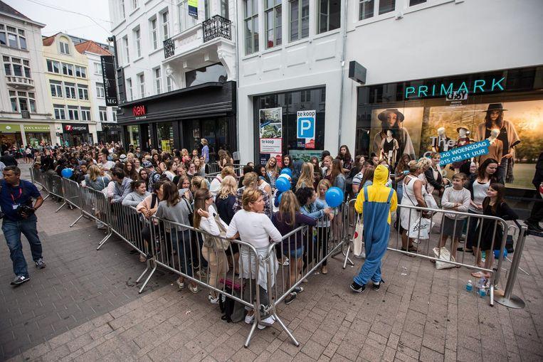 Een massa volk bij de opening van Primark in Gent. Ook op de Meir wordt straks in april een stormloop verwacht.