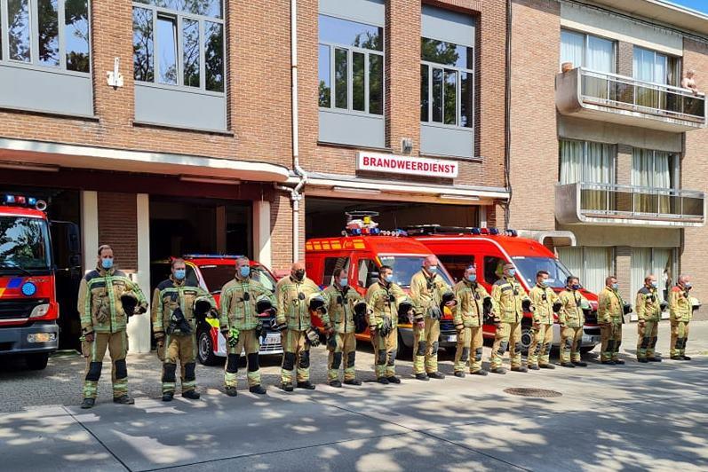 De vrijwilligers van brandweerpost Lede brachten een eerbetoon aan de slachtoffers van de watersnood.