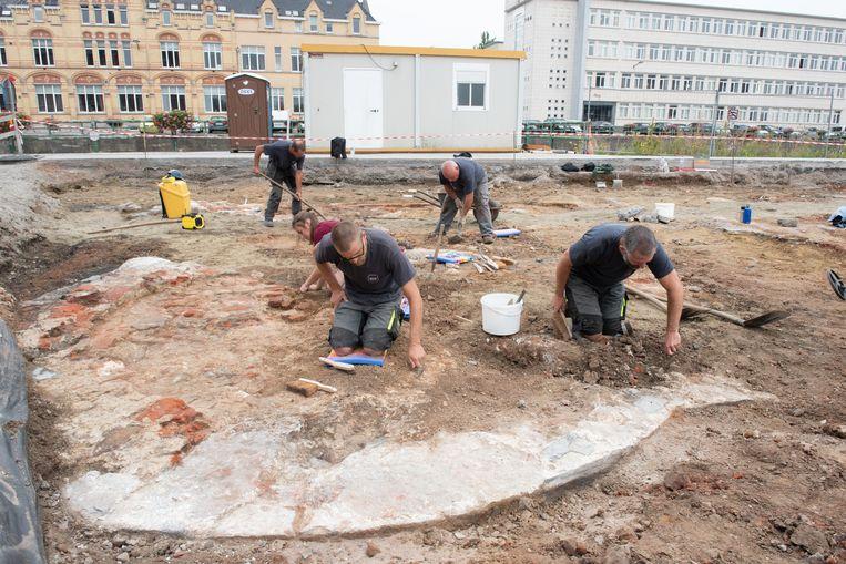 Archeologen legden naast het gerechtsgebouw de restanten van het kasteel bloot.
