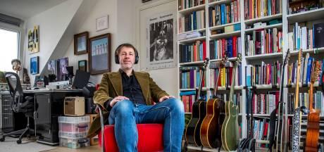 Door corona kwam dichter Ingmar (51) thuis te zitten: 'Opeens zat ik achter een gordijn amechtig te huilen'