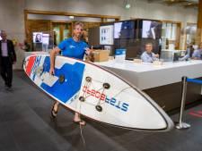 Deventer water schoner dan rest van de regio, merkt plastic soep surfer die 300 kilometer aflegt naar Den Haag: 'Beduidend minder plastic hier'