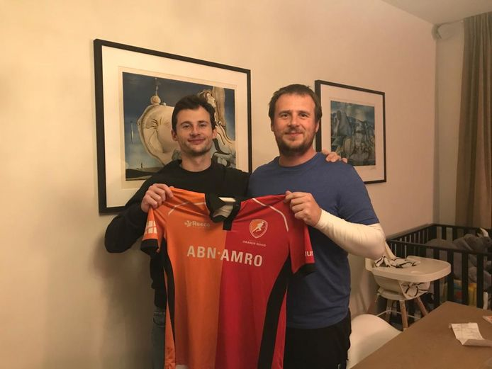 Sander Baart (l) is de enige grote aankoop in de selectie van Oranje-Rood. Rechts zijn broer Jeroen die assistent-coach is van Heren 1.