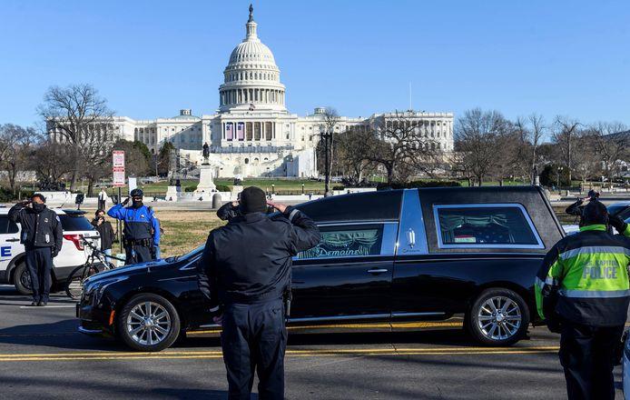Le cortège funéraire, dimanche, à Washington