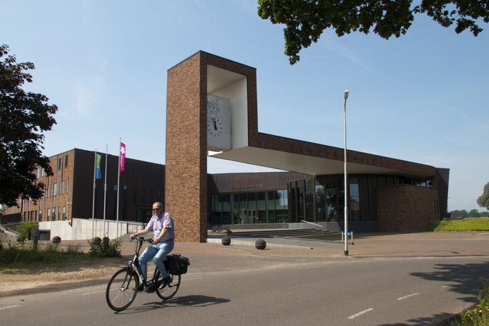 Het Gemeentehuis van Dalfsen. Foto Erna Lammers