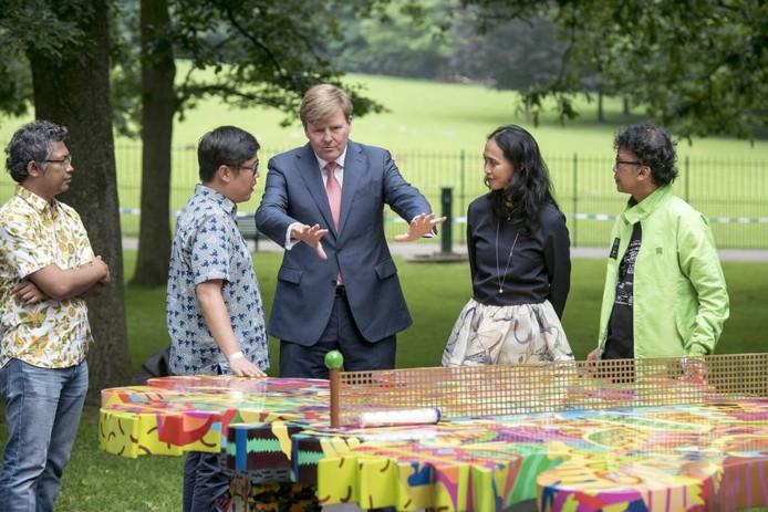 Koning Willem-Alexander bij de opening van kunstexpositie Sonsbeek '16.