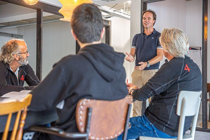 Henk Stoorvogel leert in een nieuw boek hoe je een spreker met impact kunt worden.