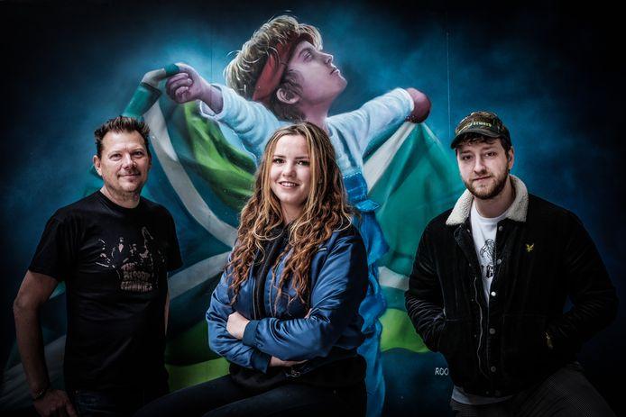 Jonge kunstenaars maken ode aan hun streek in DRU in Ulft, met Erik Ramaker (links), Rosalie de Graaf en Jesse Klein Entink.
